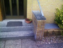 Neugraben: Hauseingang Natursteinarbeiten (vorher)